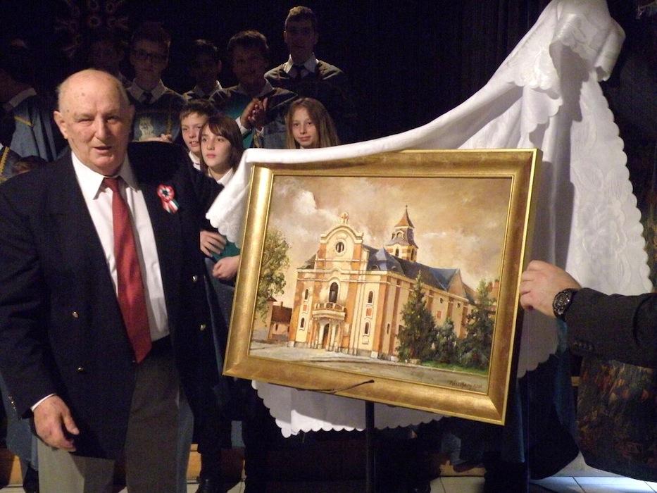 A Szent László Iskola is kapott ajándékba két Pászthory-képet