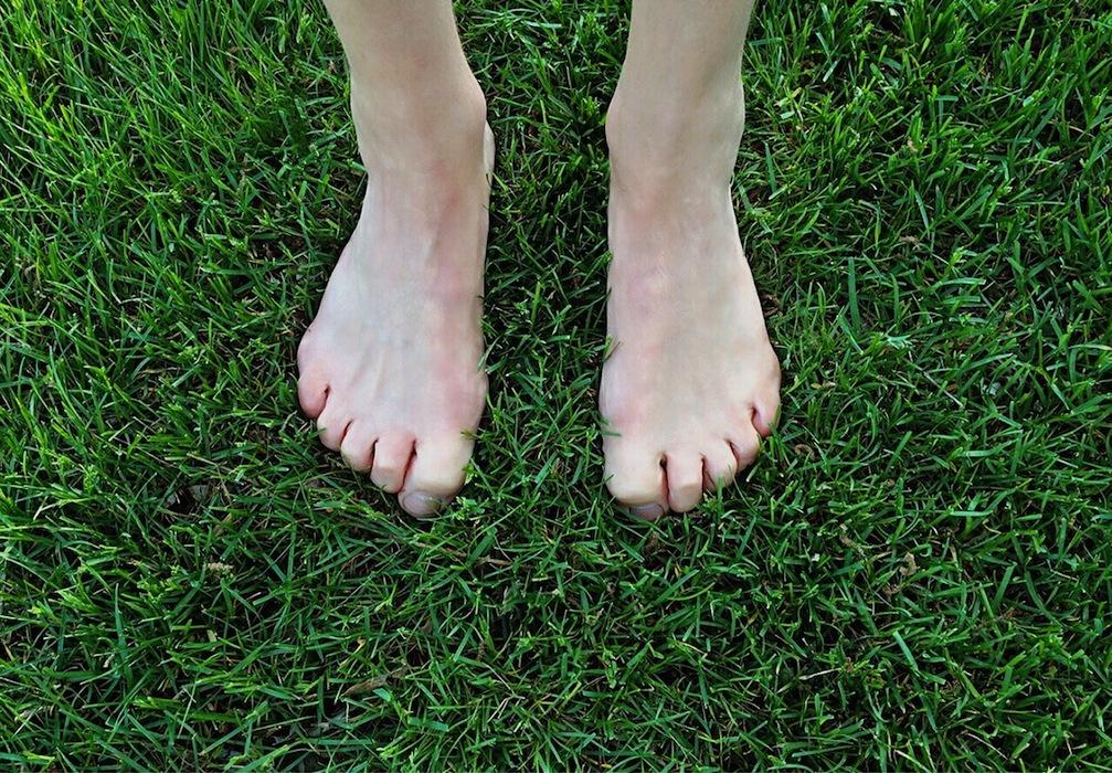 barefoot-1394848_1280